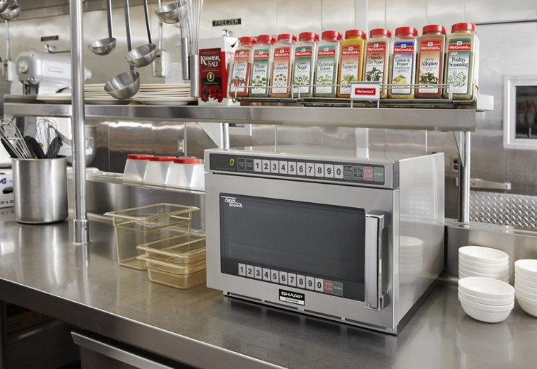 TWINTOUCH COMMERCIAL MICROWAVE WITH DUAL TOUCH PADS