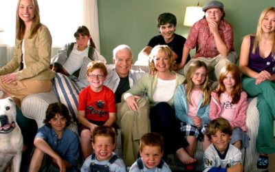 Hilary Duff y el elenco de 'Doce en casa' recrean las escenas más icónicas de la película