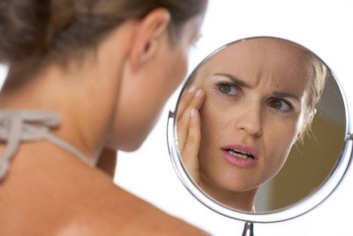 mujer con espejo