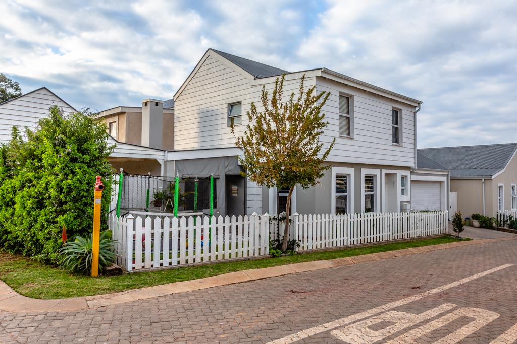 3 Bedroom Townhouse For Sale in Leisure Bay Estate