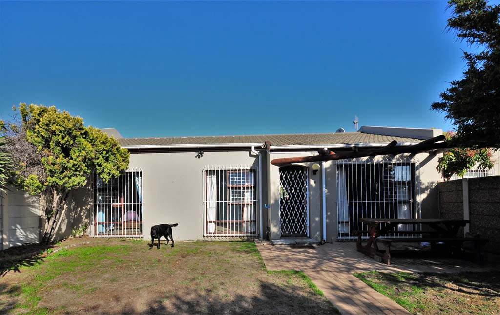 3 Bedroom Townhouse in Blouberg Rise