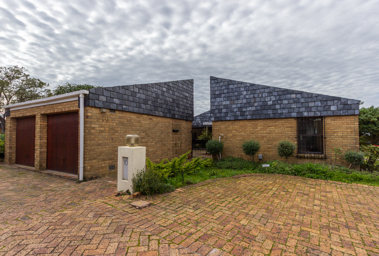 3 Bedroom Townhouse For Sale in Durbanville Hills