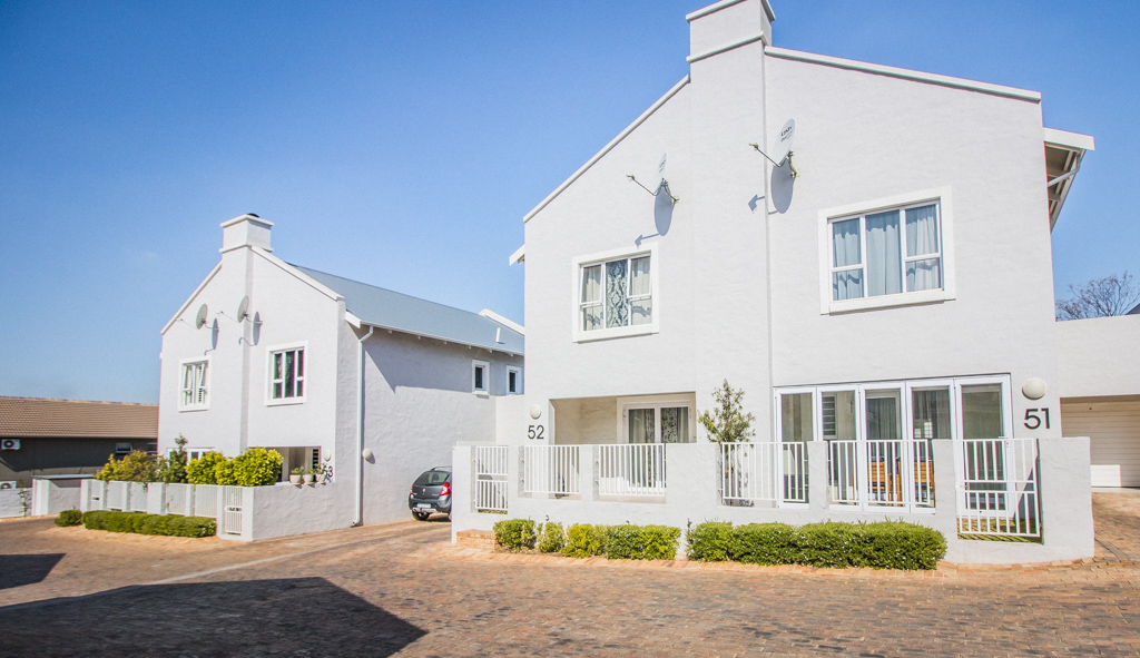 2 Bedroom Townhouse For Sale in Bryanston