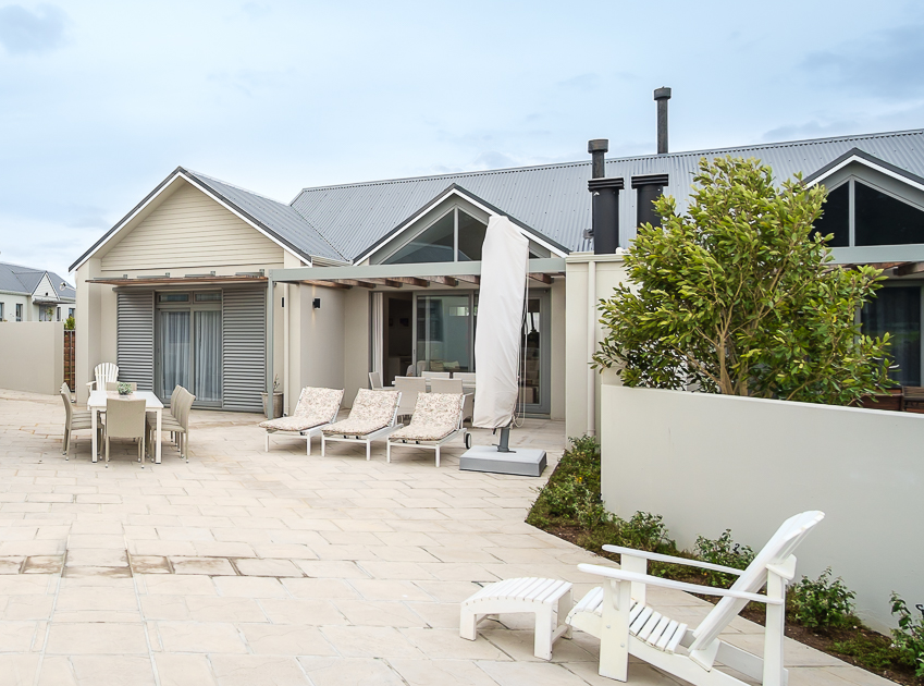 2 Bedroom House For Sale in Fernkloof Golf Estate