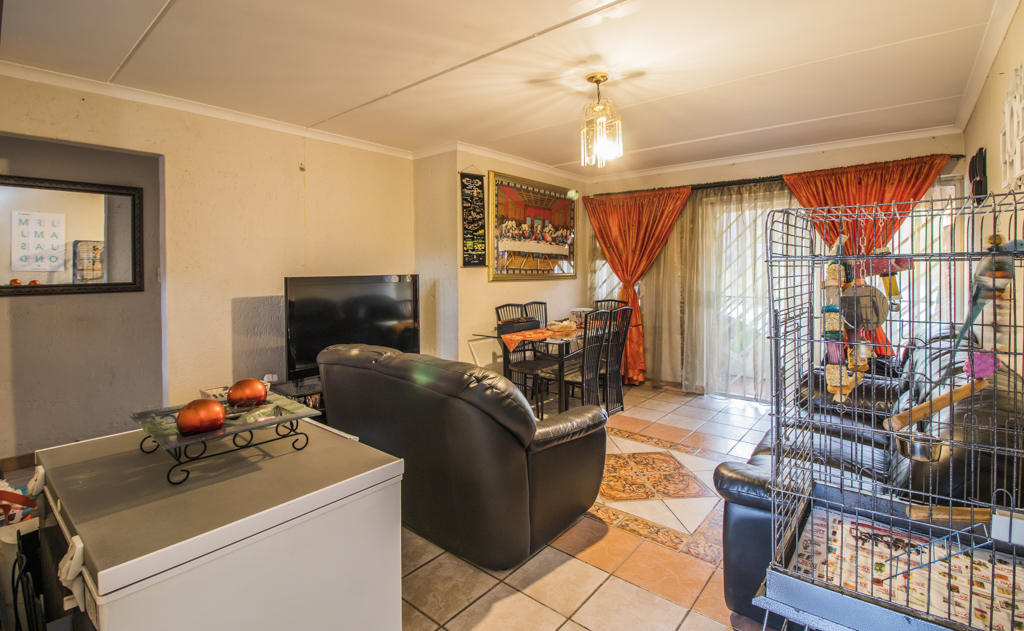 3 Bedroom Townhouse For Sale in Winchester Hills, Johannesburg