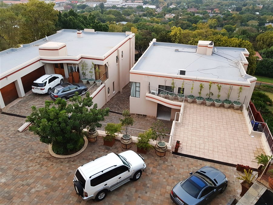 4 Bedroom House For Sale in Queenswood
