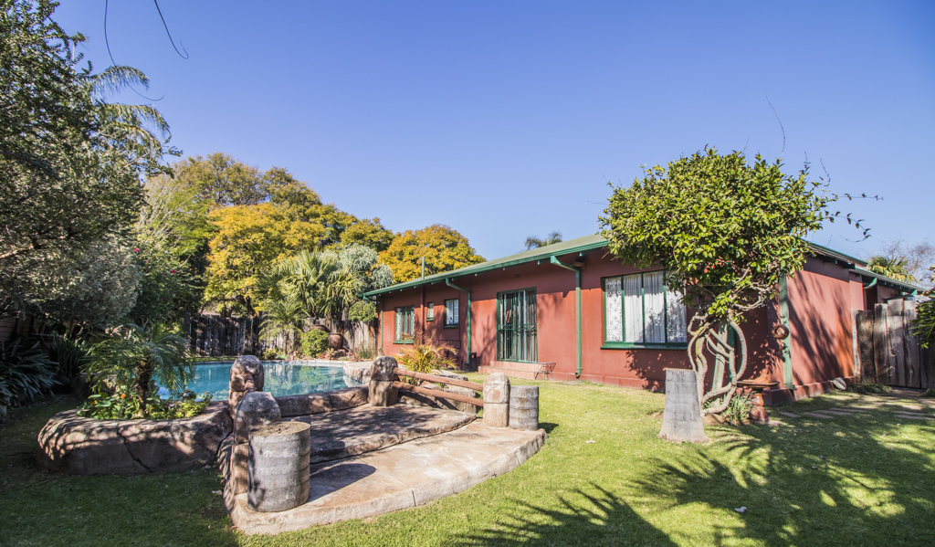 4 Bedroom House For Sale in Rietfontein