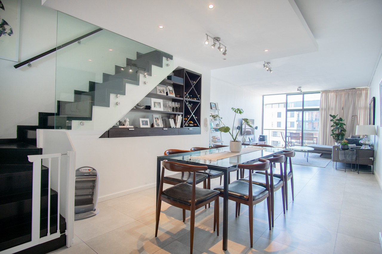 Very Spacious and Recently Renovated 2 Bedroom Apartment For Sale in Green Point
