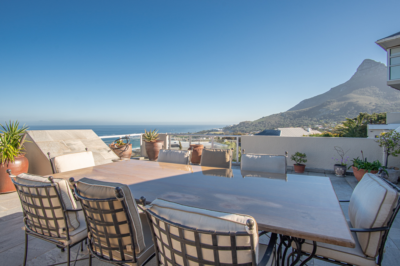 2 Bedroom Apartment For Sale in Camps Bay