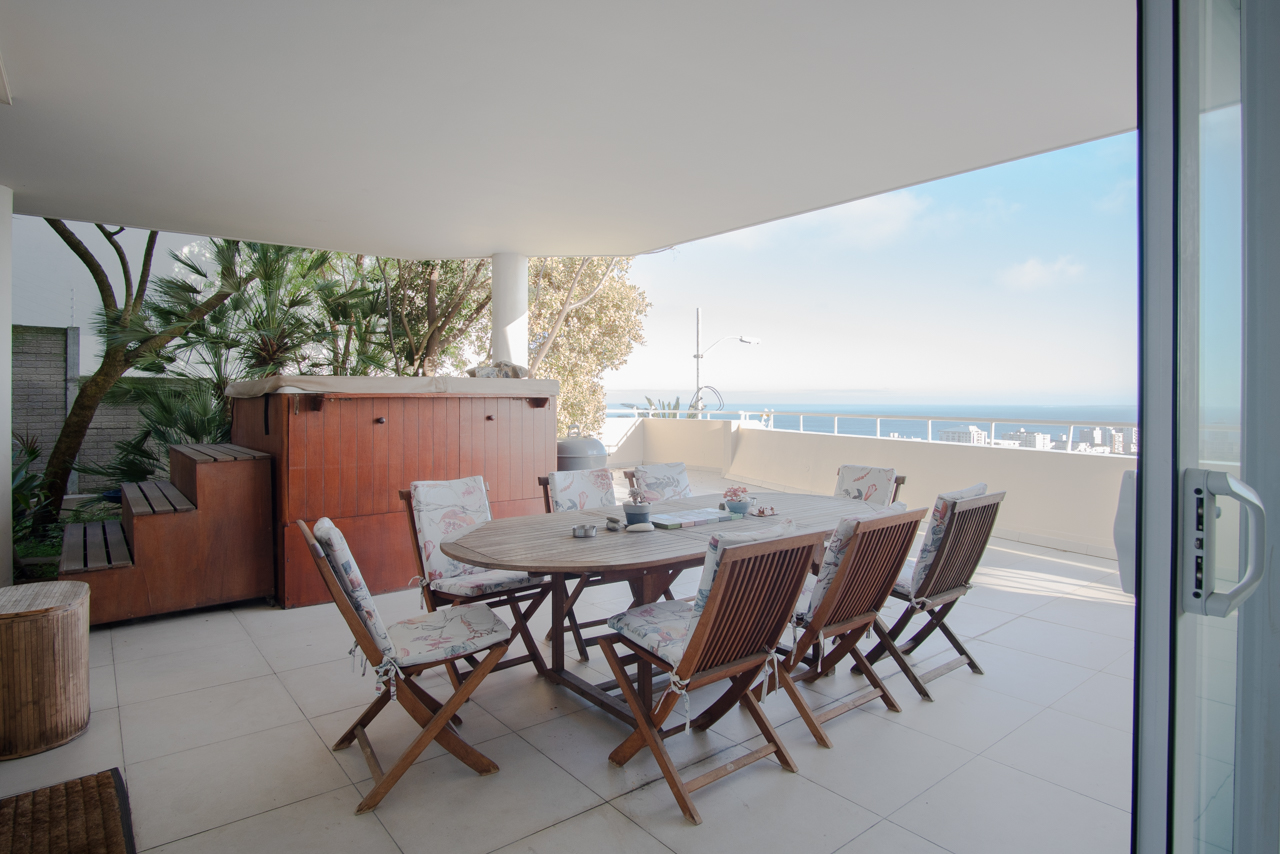 3 Bedroom Apartment For Sale in Green Point