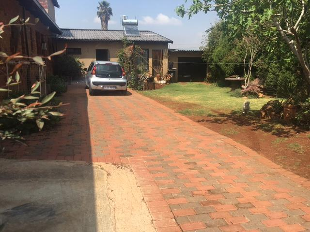 6 Bedroom House For Sale in Lenasia South