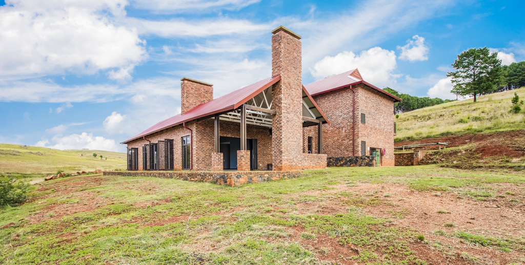 4 Bedroom House For Sale in Dullstroom Country Estate