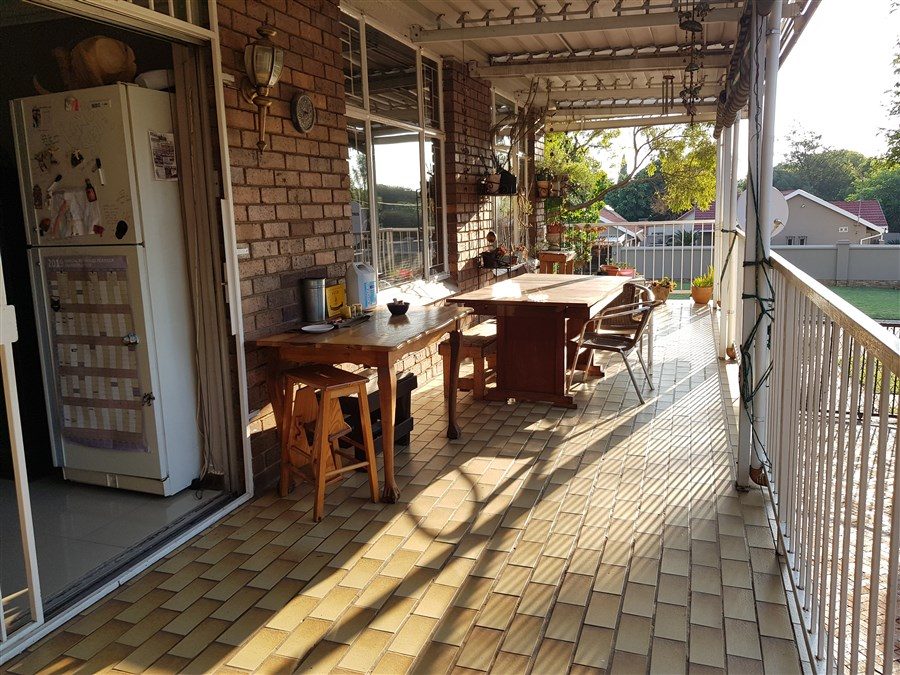 3 Bedroom Apartment For Sale in Rietfontein