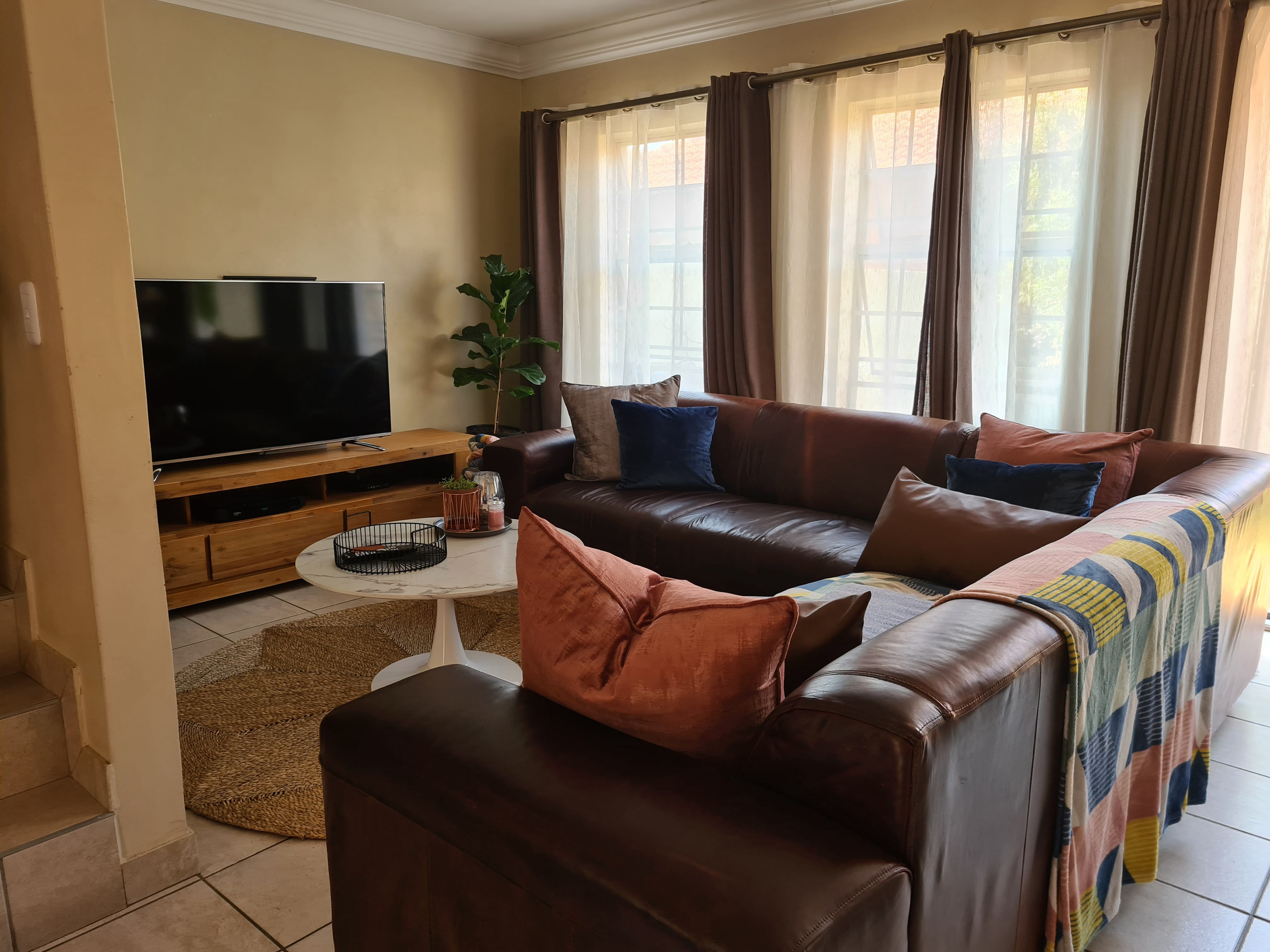 3 Bedroom Townhouse For Sale in Annlin