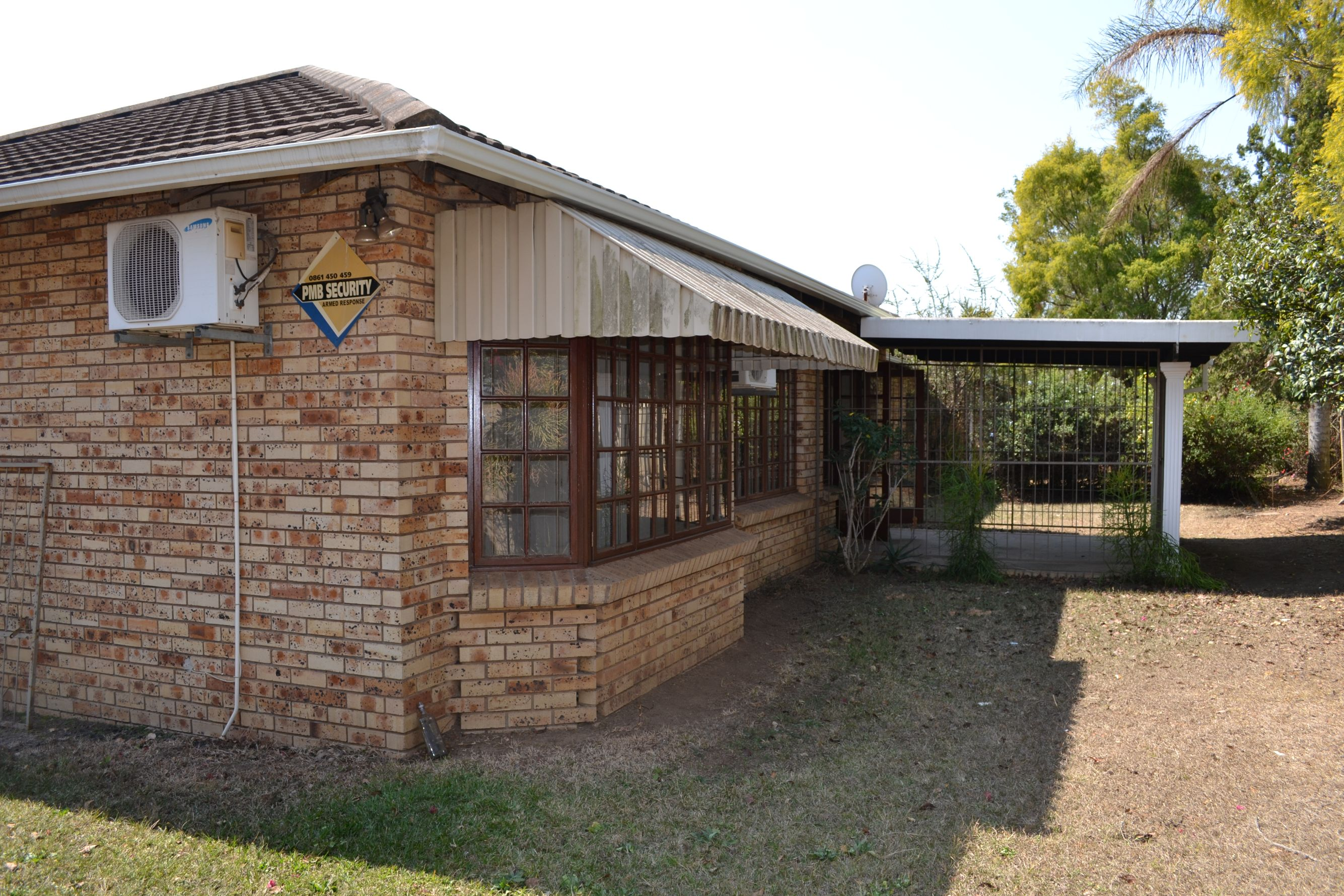 3 Bedroom Townhouse For Sale in Hayfields