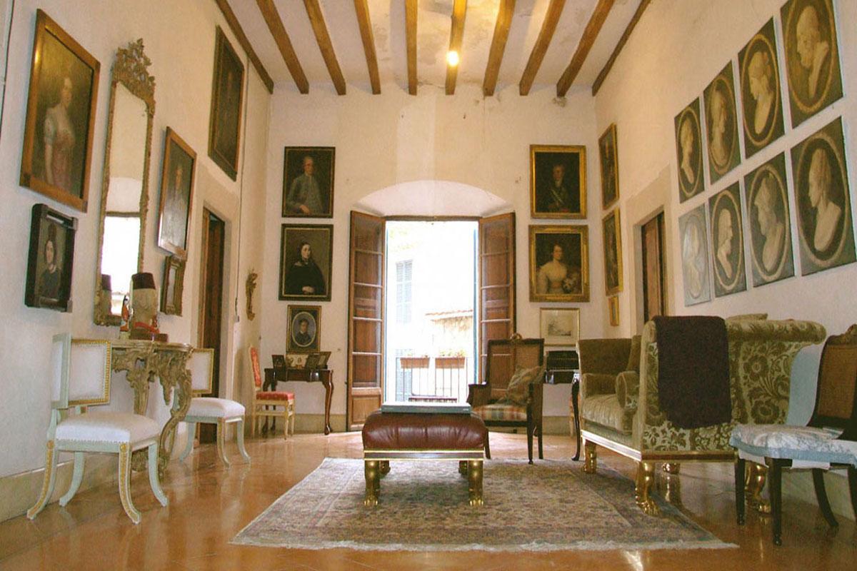 Image de Une authentique et imposante demeure...