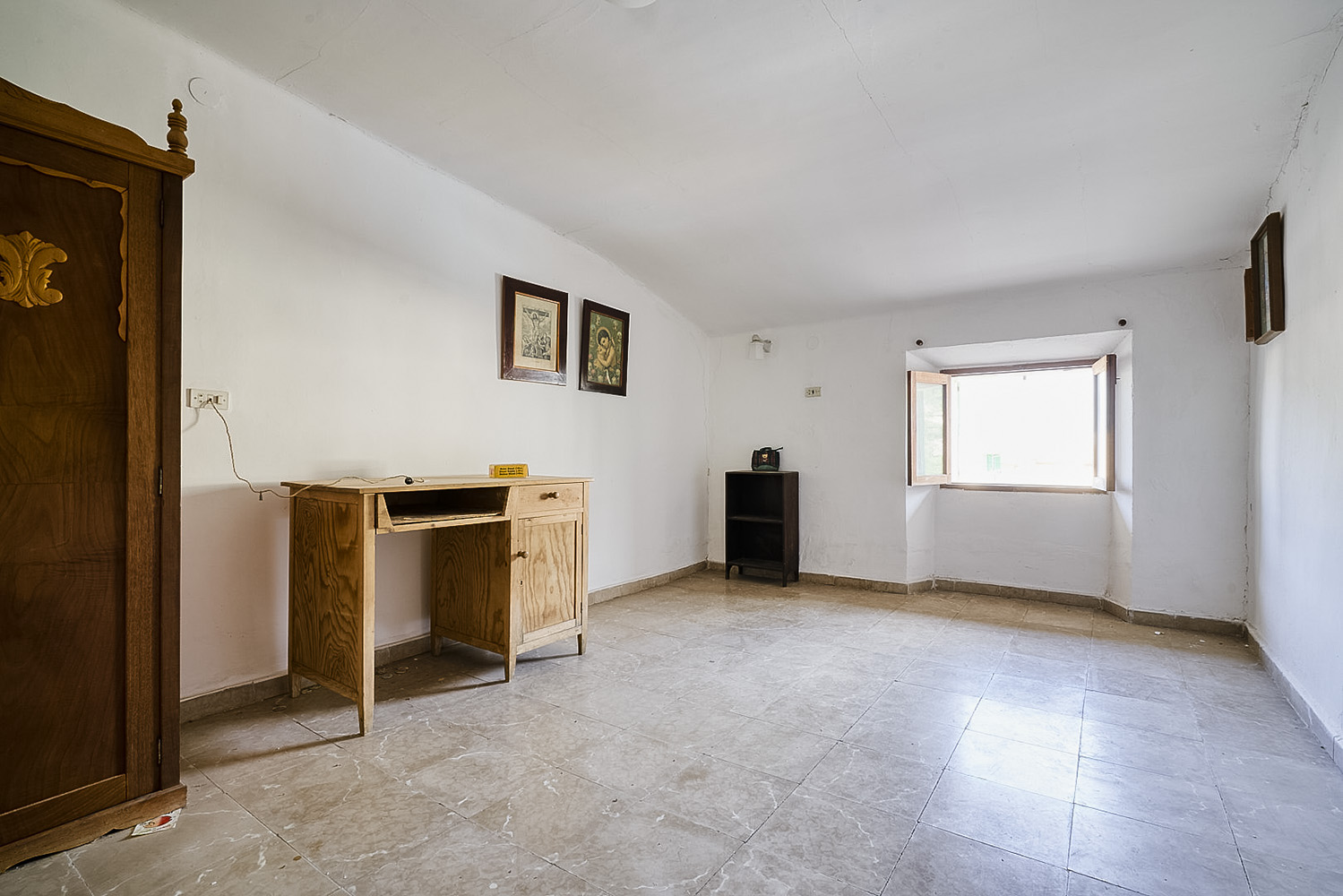 Images of Very nice townhouse in need of renovation for sale... real estate property