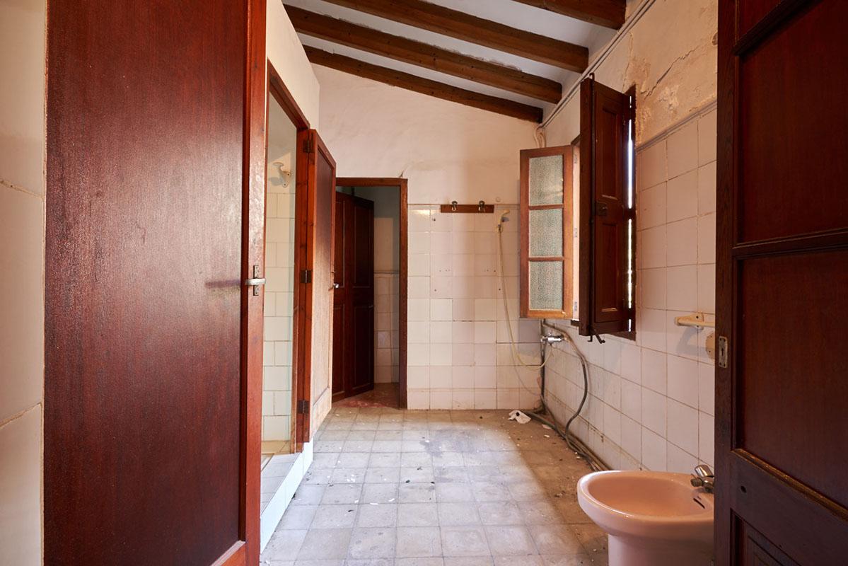 Imágenes de la propiedad inmobiliaria de Muy bonita casa de pueblo a renovar en venta...