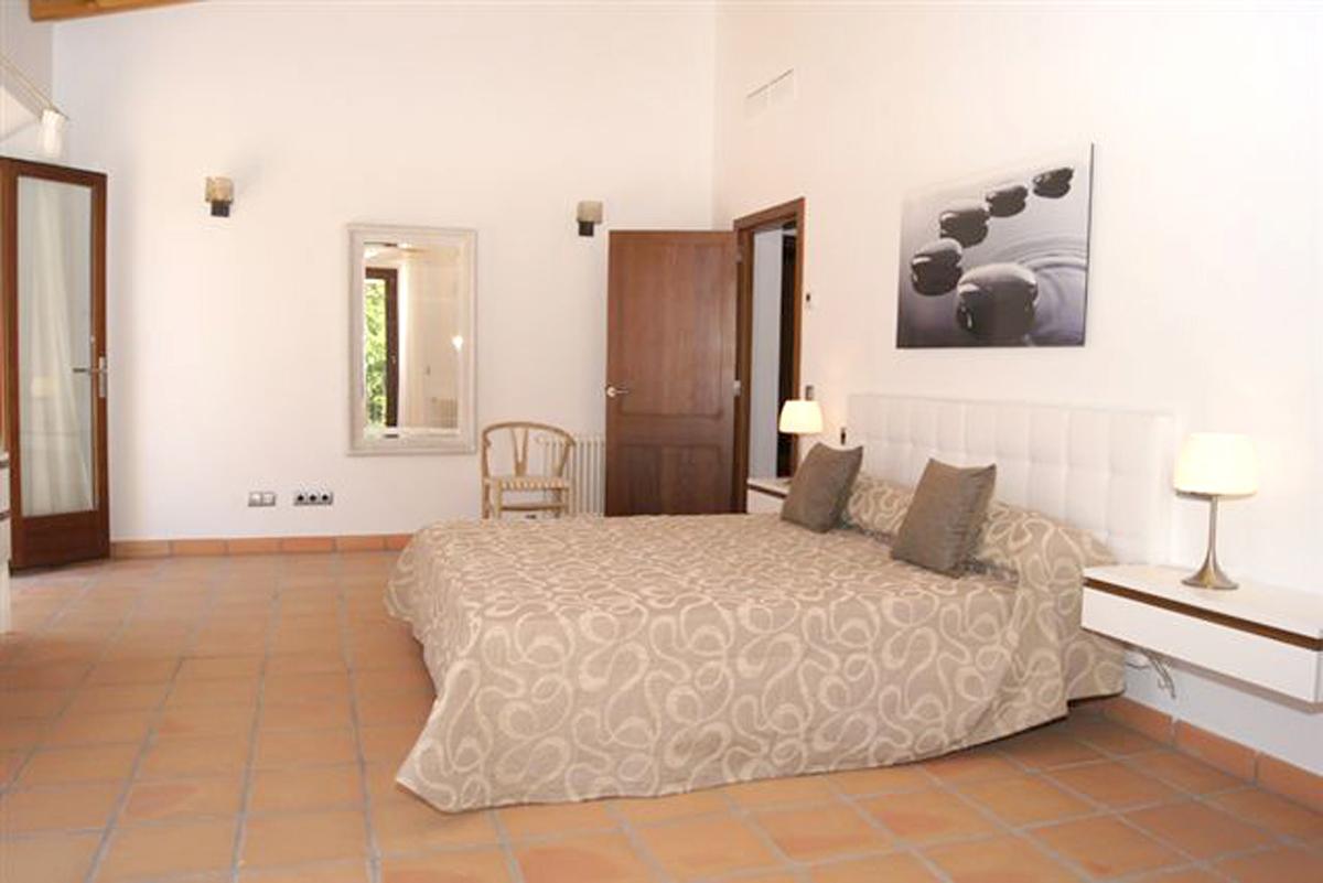 Imágenes de la propiedad inmobiliaria de Villa de piedra natural con vista al mar...