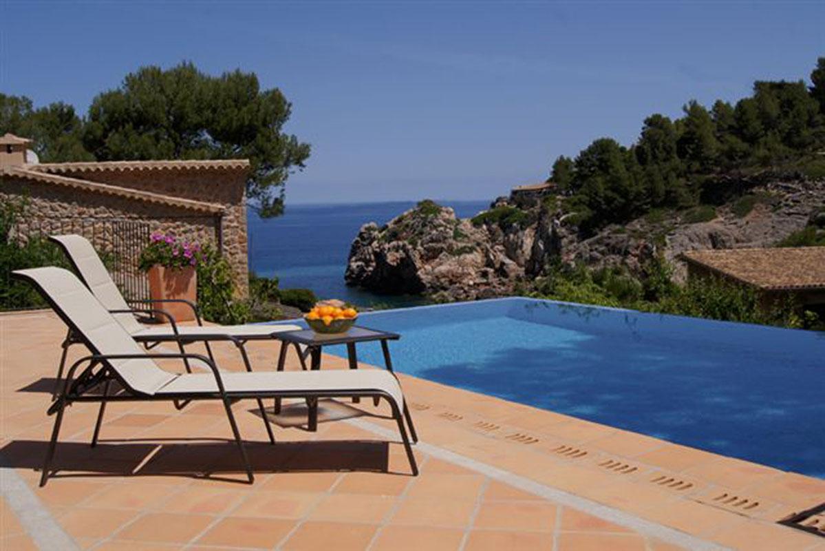 Image de Villa en pierre naturelle avec vue sur la mer...