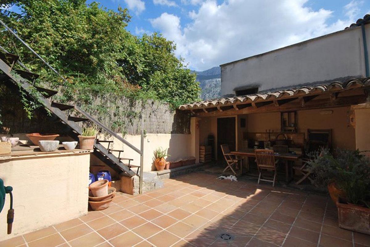 Imágenes de la propiedad inmobiliaria de Acogedora casa de pueblo en el centro de Sóller....