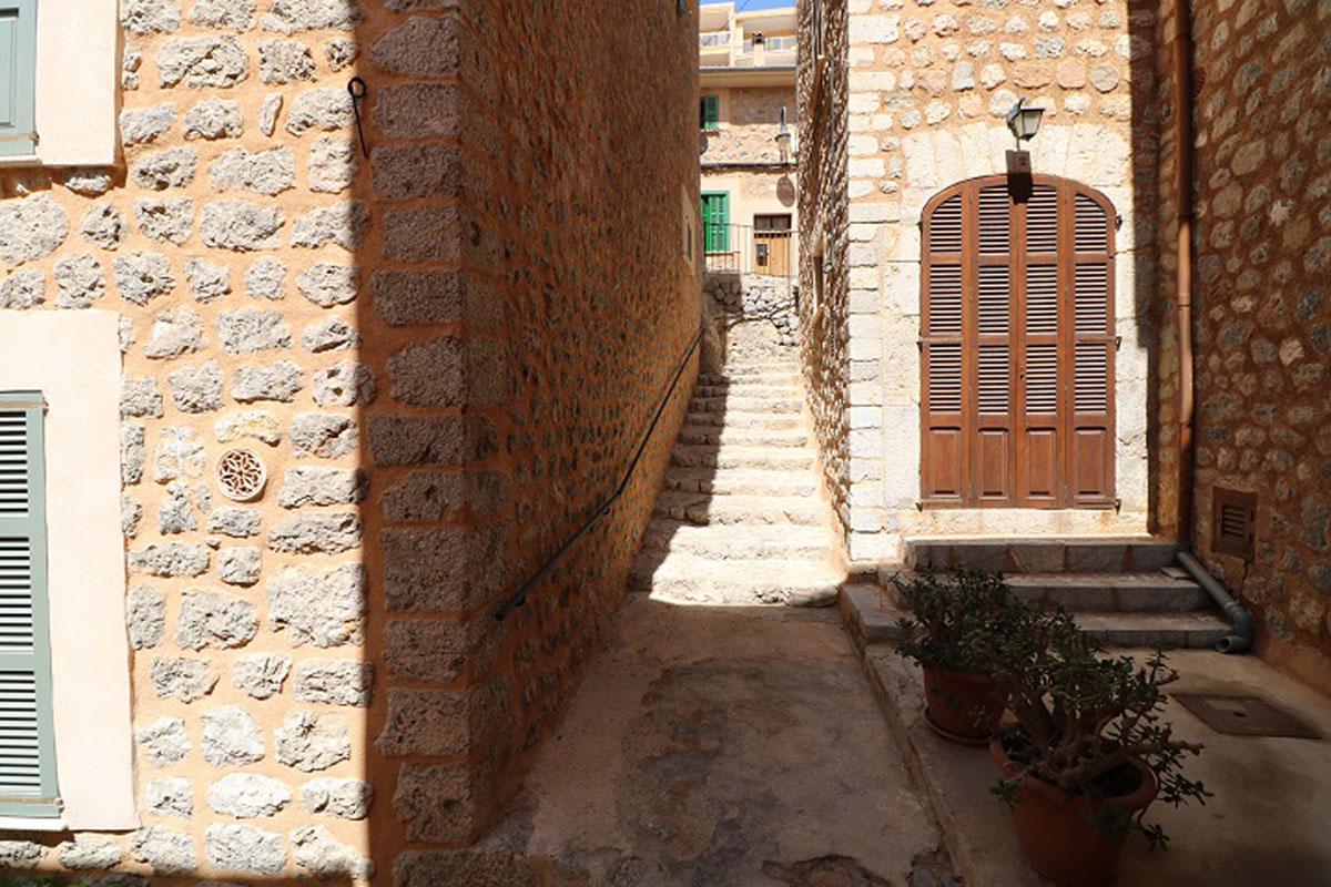Immobilien Bilder von Zwei Apartments zum Umbauen
