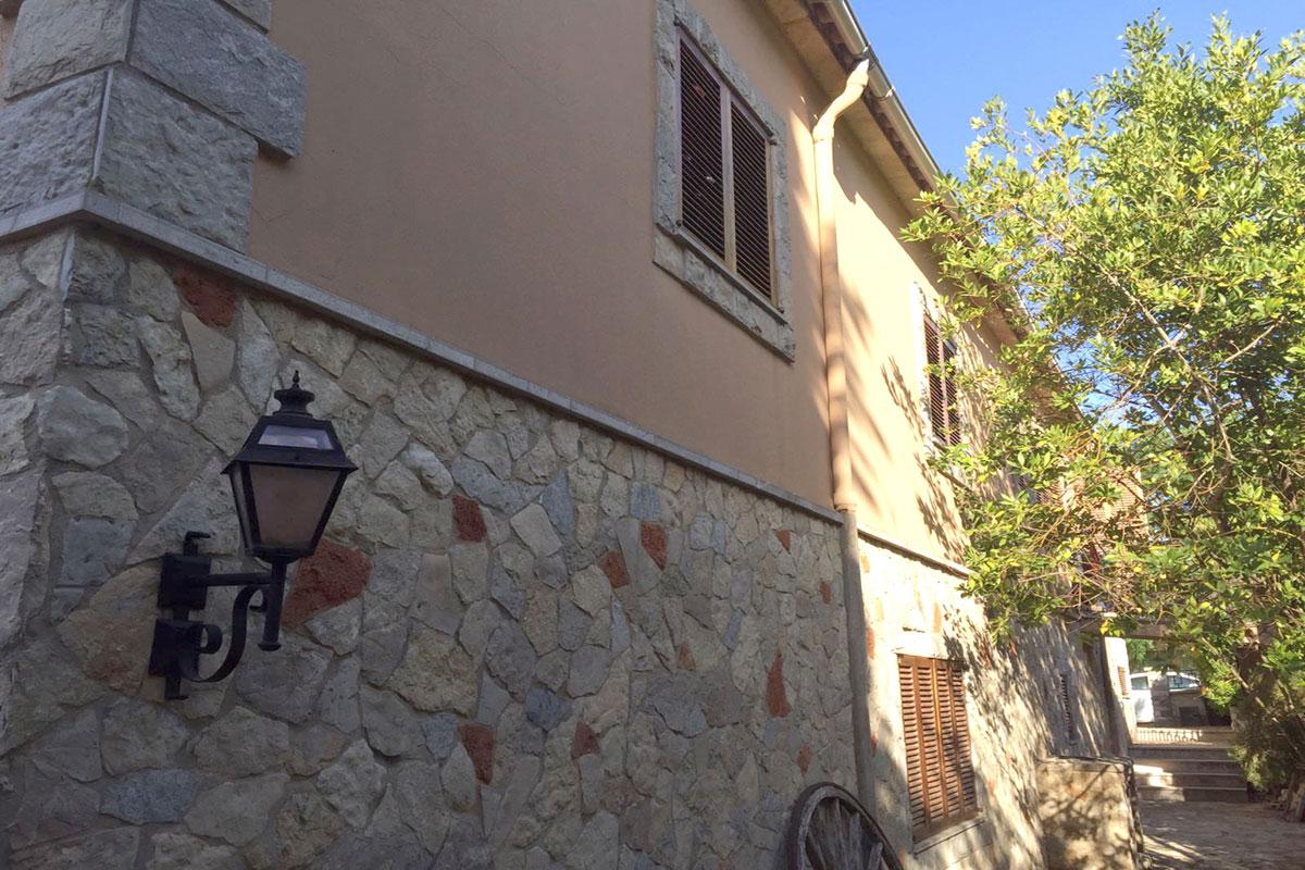 Imágenes de la propiedad inmobiliaria de Casa familiar independiente en Valldemossa...