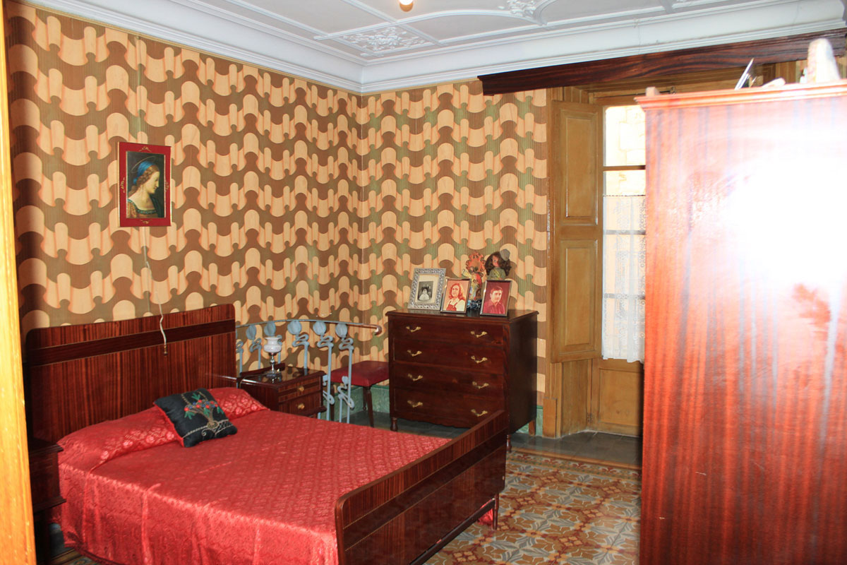 Images of Townhouse with commercial licence... real estate property