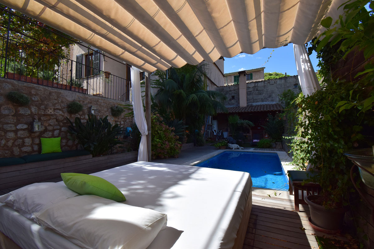 Imágenes de la propiedad inmobiliaria de Apartamento dúplex con piscina cerca de la Plaza de Sóller...