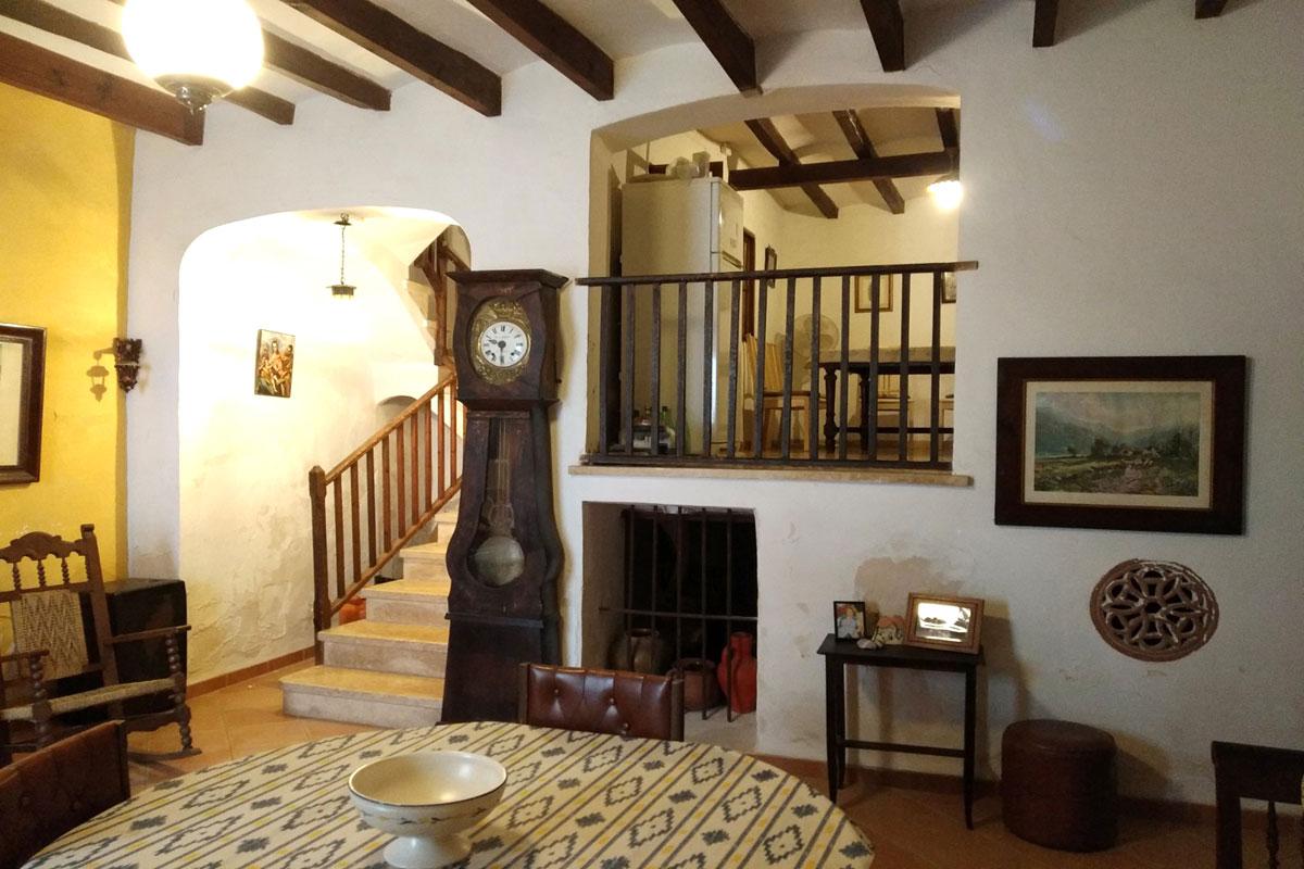 Imágenes de la propiedad inmobiliaria de Casa de pueblo muy antigua como proyecto....