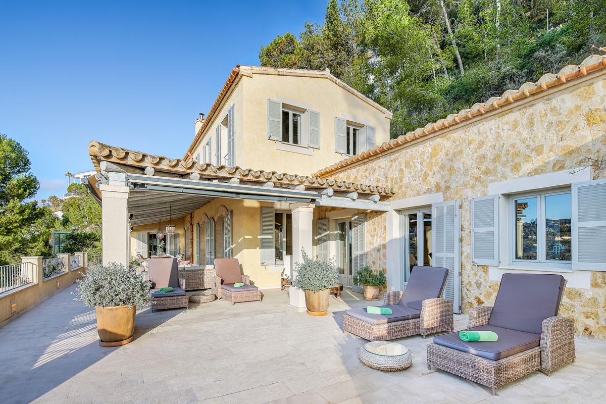 Image de Villa méditerranéenne avec vue imprenable sur la mer...