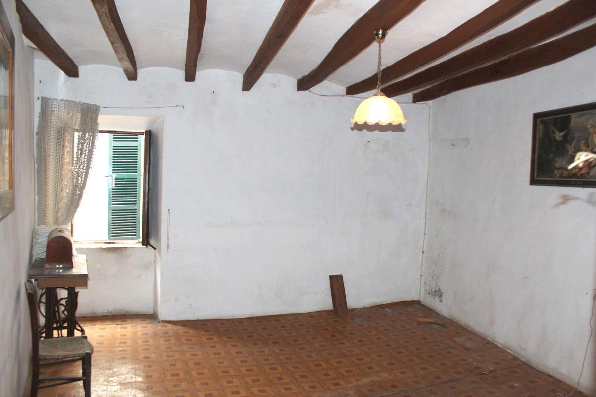 Imágenes de la propiedad inmobiliaria de Casa a renovar en el corazón de Sóller...