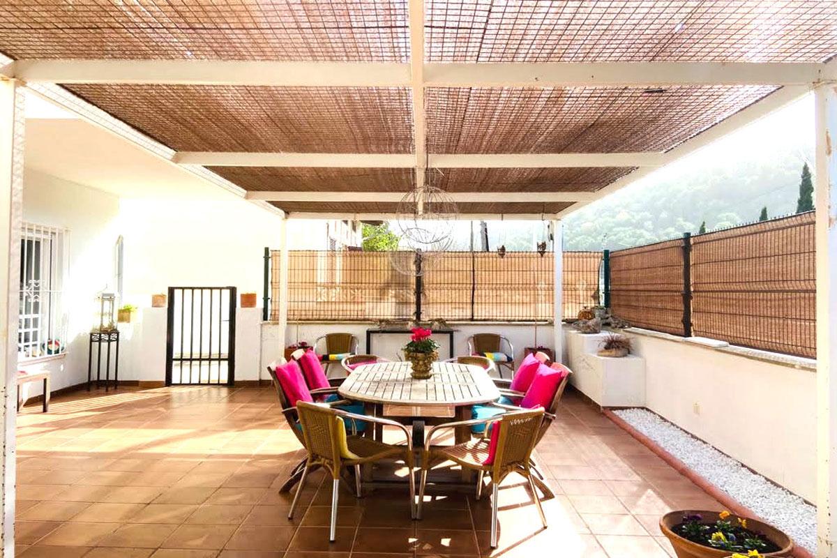 Images de la propriété immobilière de Appartement spacieux en rez-de-chaussée avec grande terrasse...