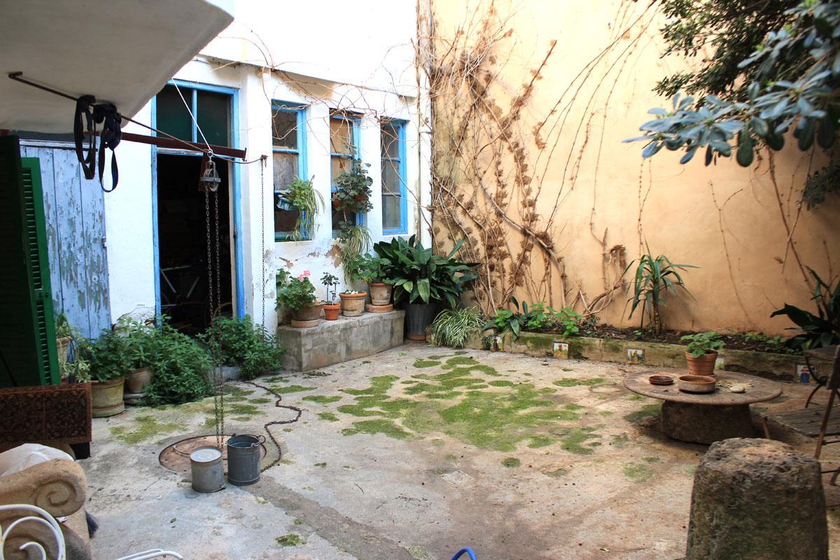 Imágenes de la propiedad inmobiliaria de Gran casa de pueblo con dependencia...