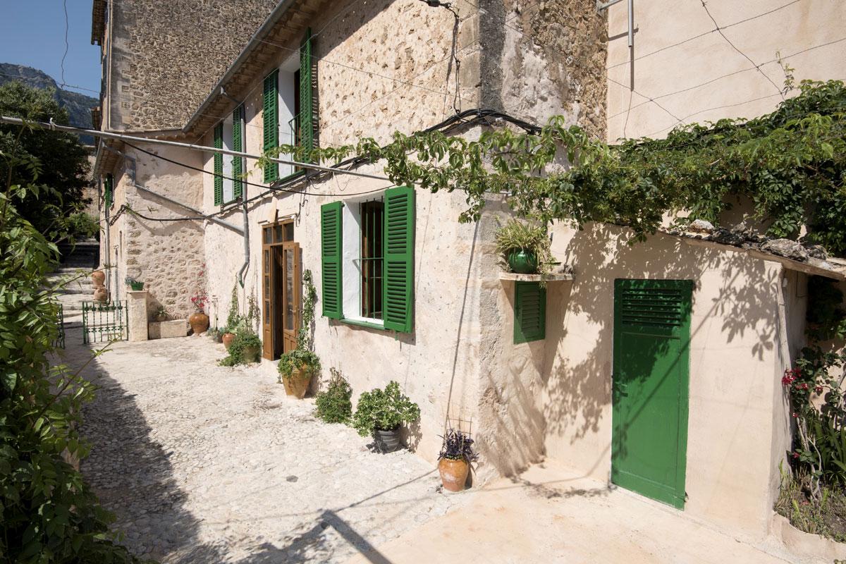 Immobilien Bilder von Traditionelles Dorfhaus nahe der Kirche...