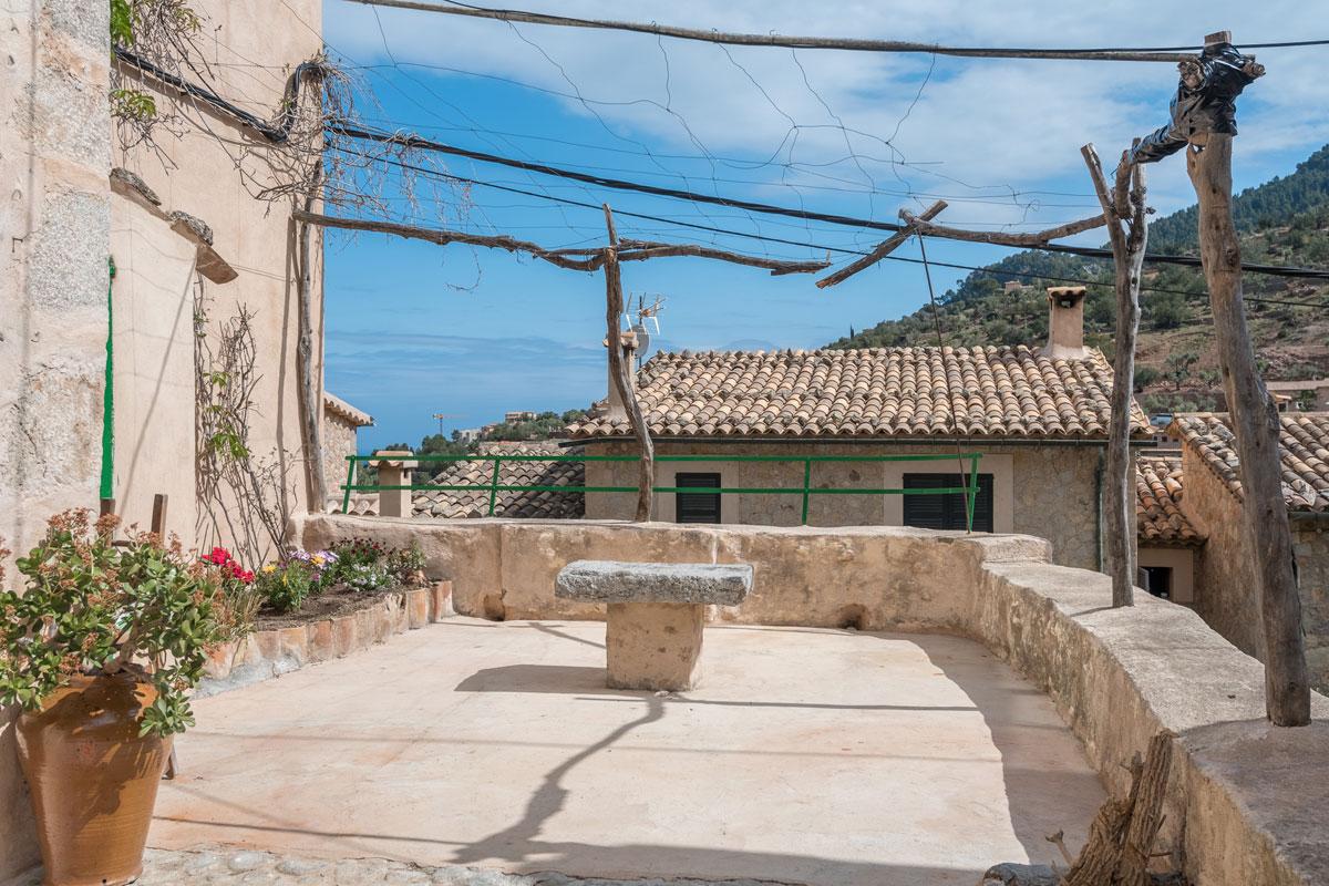 Bild von Traditionelles Dorfhaus nahe der Kirche...