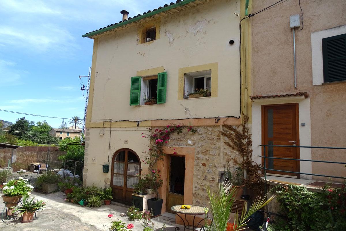 Images de la propriété immobilière de Maison de village ensoleillée...