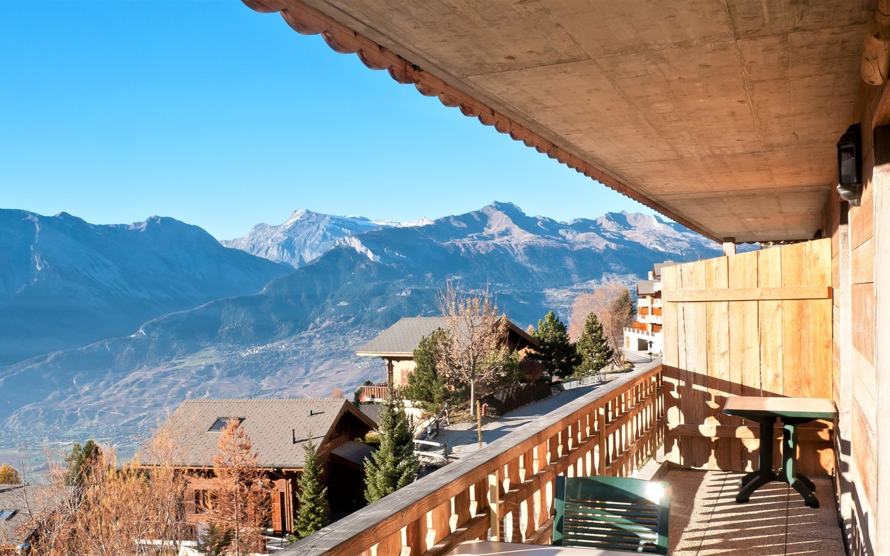 Balconywitoutgreybox.jpg