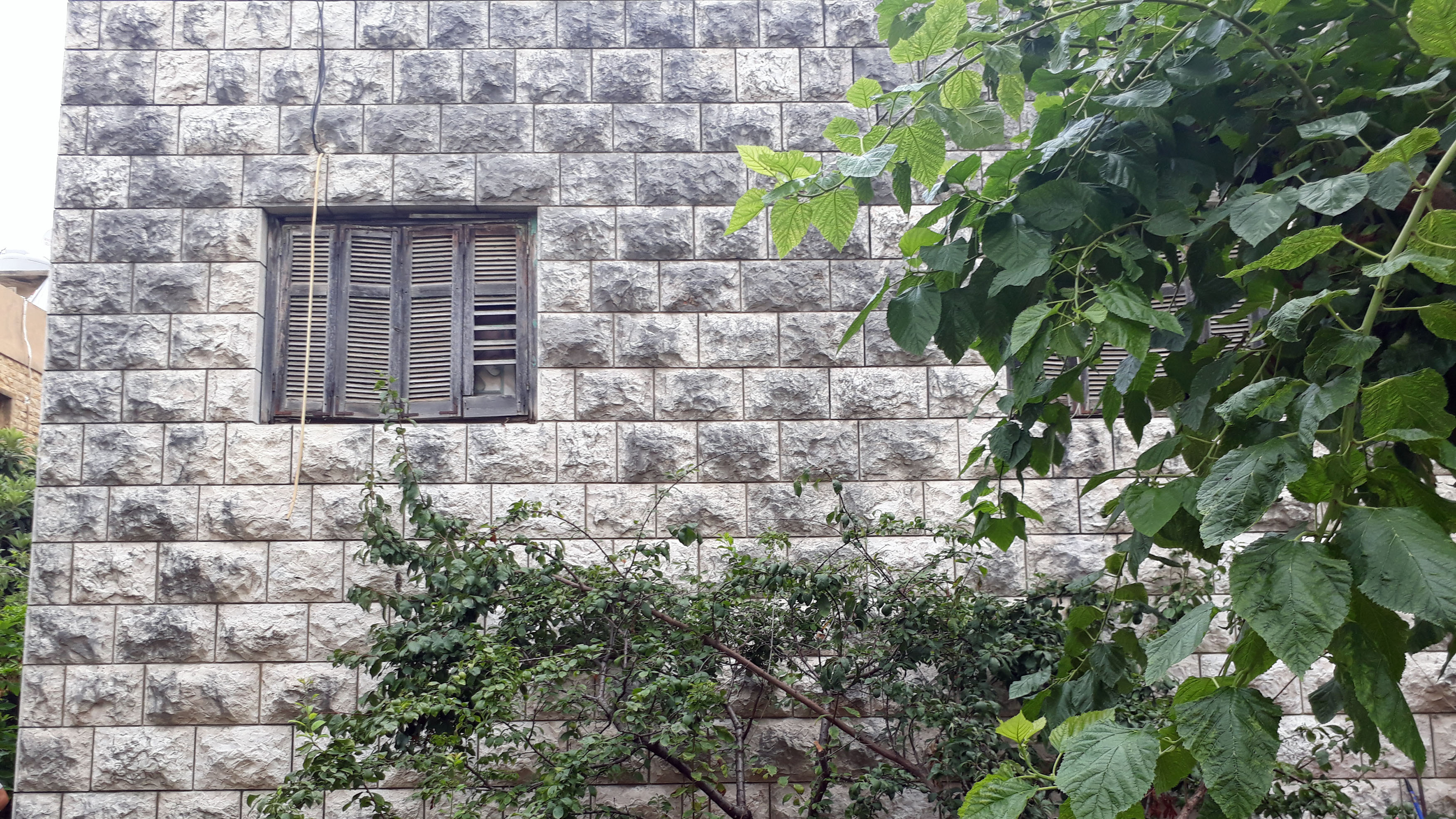Individual House For Sale in Mazraat Yachouh with a small land