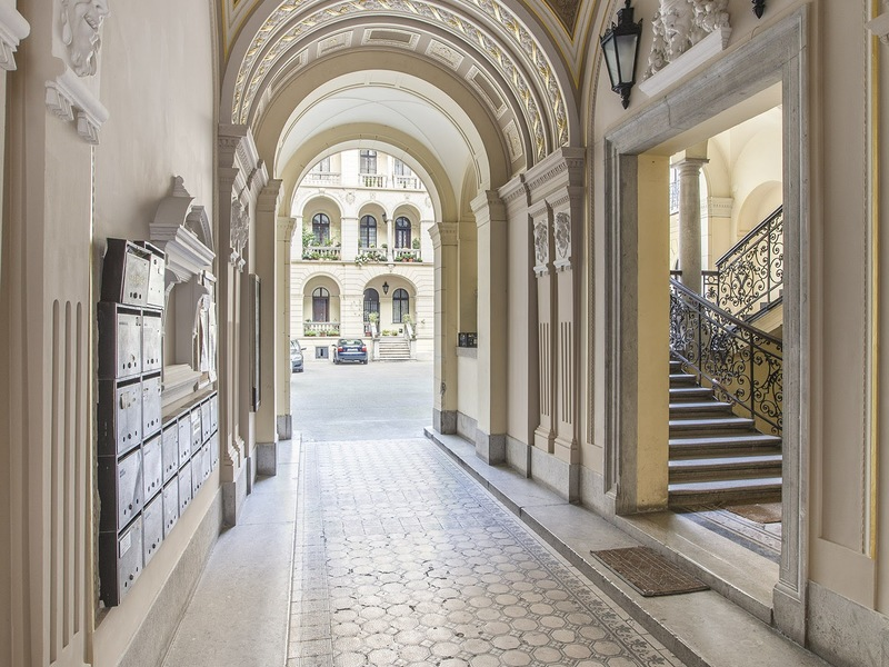 1 Room Apartment To Rent in Budapest VI. District