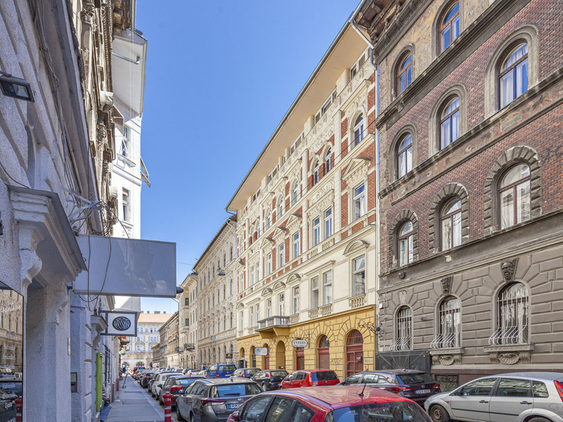 2 Room Apartment For Sale in Budapest VI. District