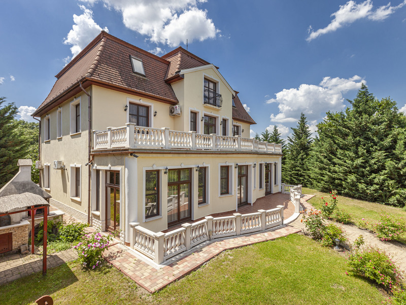 10 Room House For Sale in  Pest