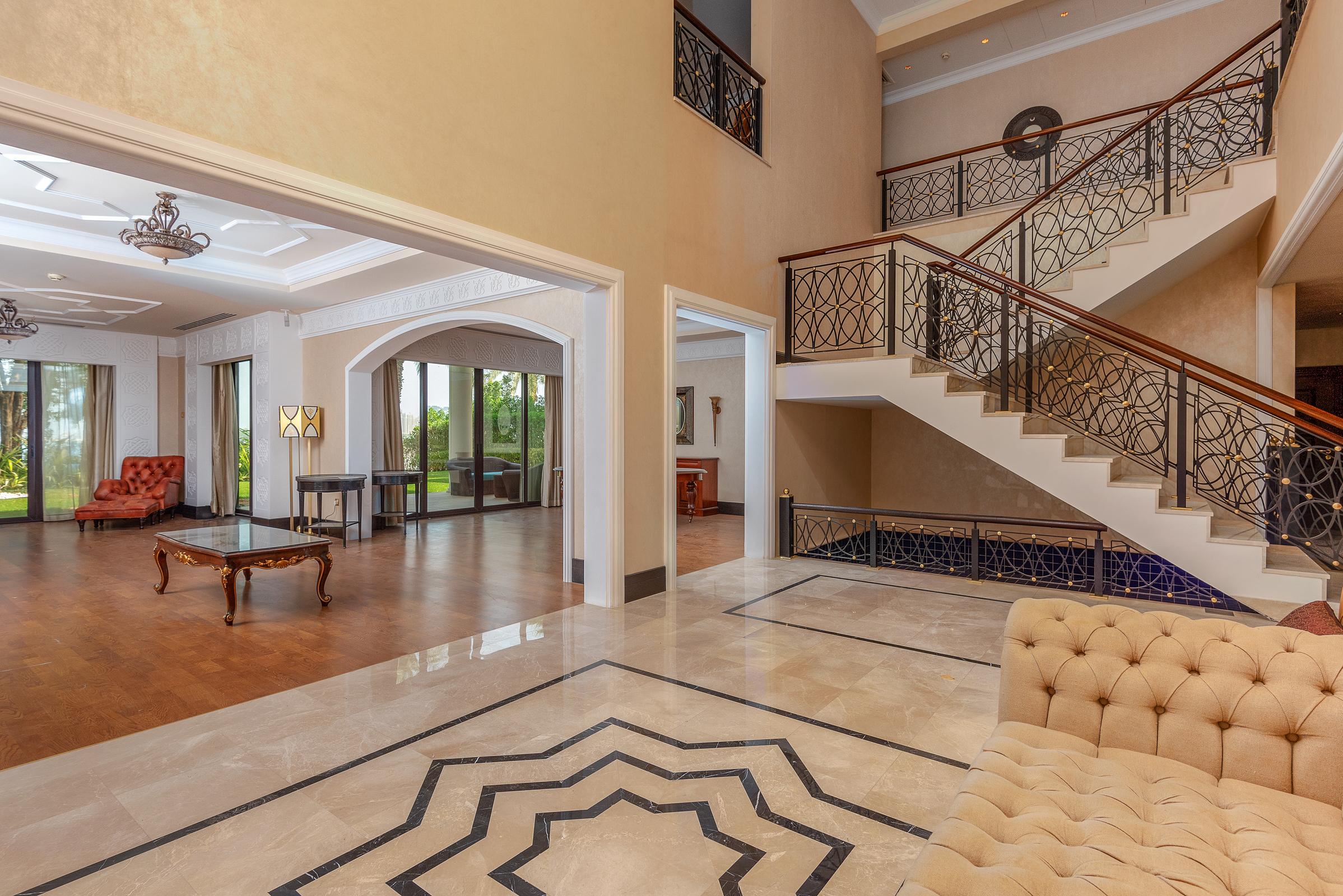 EXCLUSIVE | Beach Royal 5BR Residences Villa