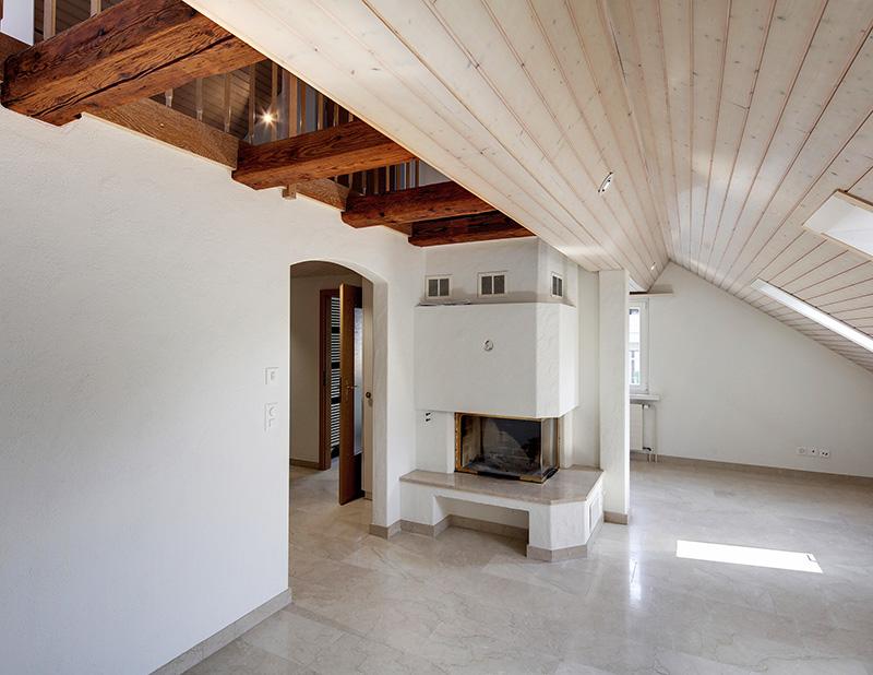 Miete: Dachwohnung nähe Dorfzentrum