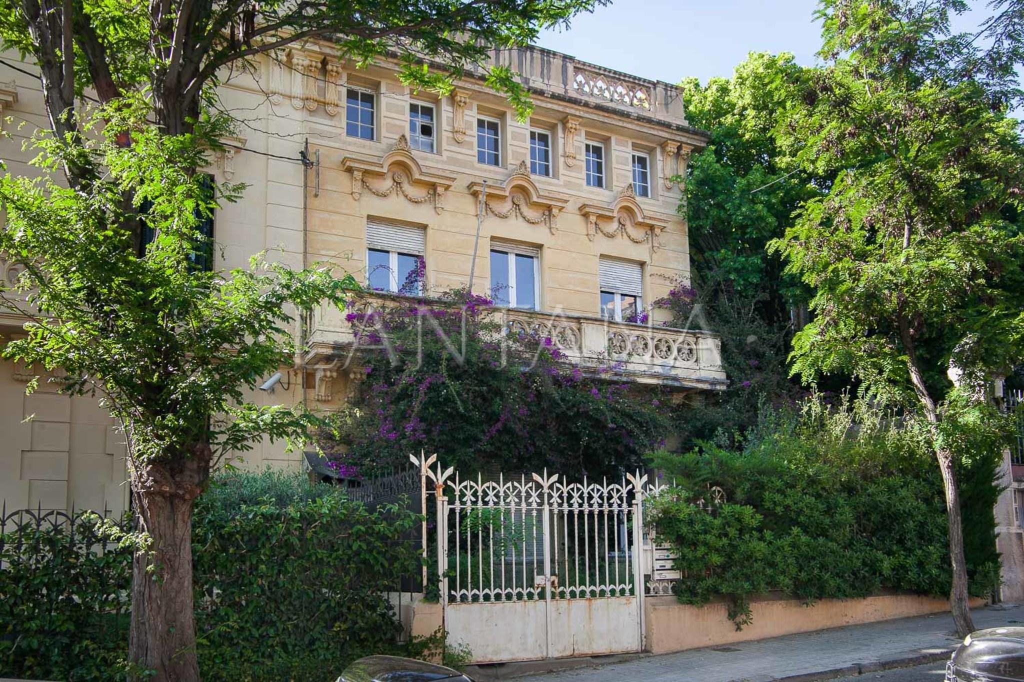 Casa con jard n para reformar en la zona alta de barcelona - Casa con jardin barcelona ...