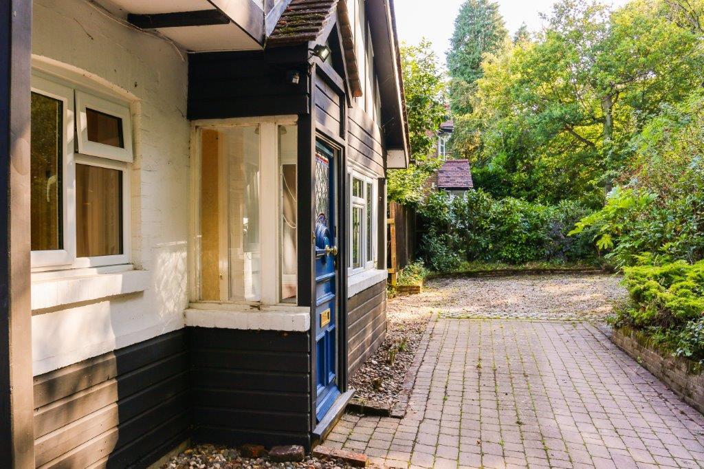 Chaldon Caterham Surrey (16).jpg