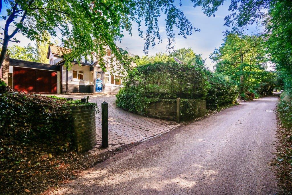 Chaldon Caterham Surrey (61).jpg