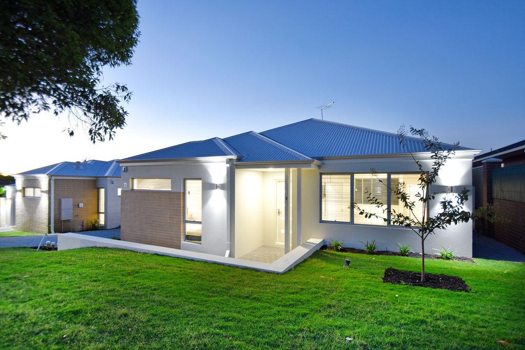 Brand New Luxury Street Front Villa !