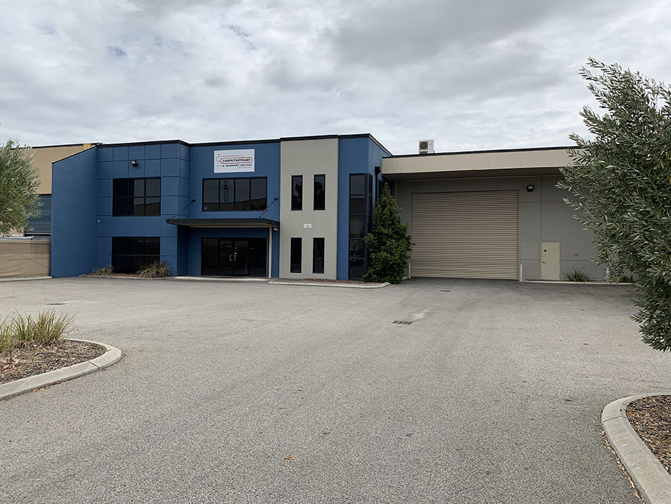 Corporate Office/Warehouse 1,023sqm* – Oversized Roller Door Entry (6 metres* wide)