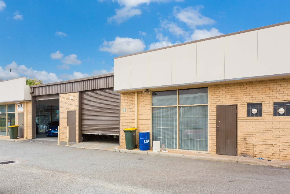 Affordable Solid Brick & Iron Office/Warehouse